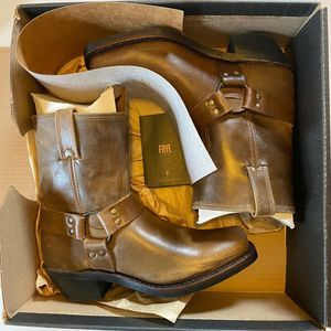 FRYE HARNESS LEATHER LOW RIDER BOOTS W BOX Tan 9 M